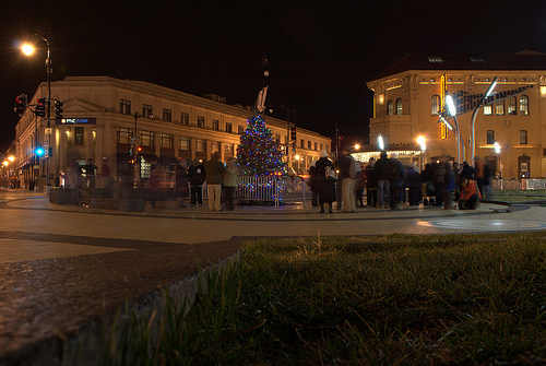 PoPville » Columbia Heights Christmas Tree Lights Up CH Plaza