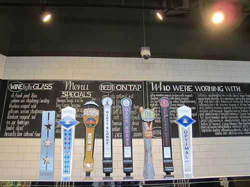 Glen's_garden_market_beer_taps