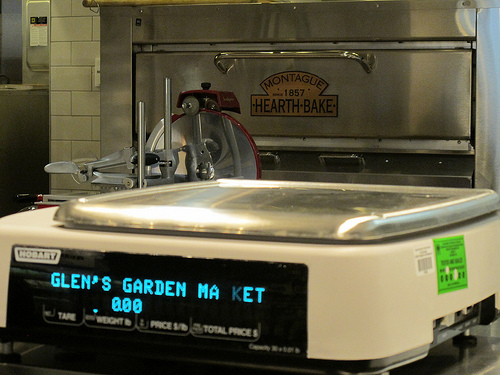 Glen's_garden_market_deli_close_up