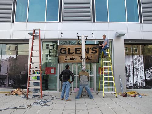 Glen's_garden_market_dupont