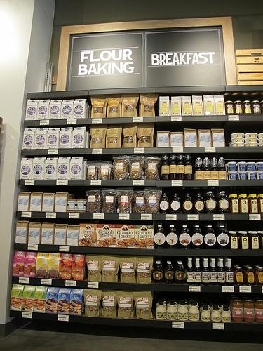 Glen's_garden_market_flour_breakfast_aisle
