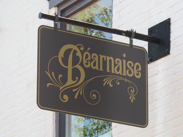 bearnaise_capitol_hill_restaurant_sign