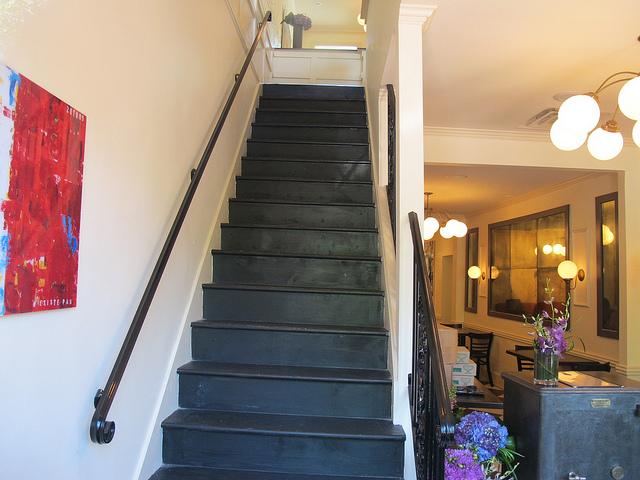 bearnaise_capitol_hill_restaurant_stairs
