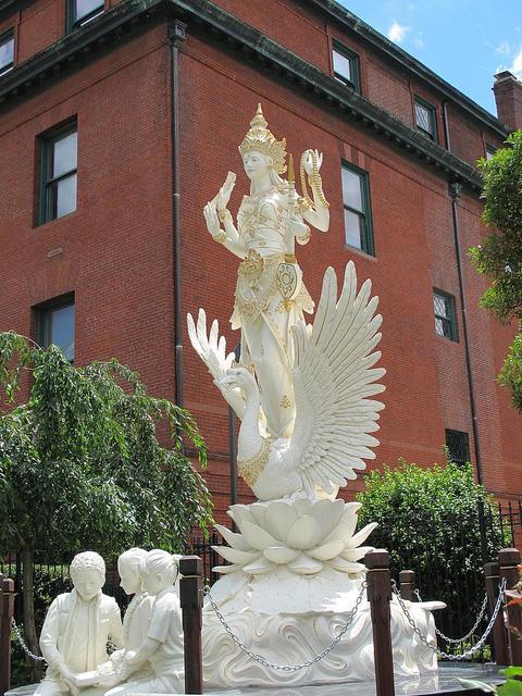 sculpture_indonesia_embassy