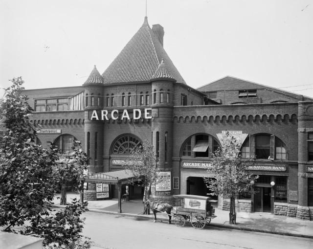 Arcade Market Sep 1913 (LOC Natl Photo Co 31604u)