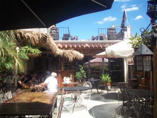 piratz_tavern_closing