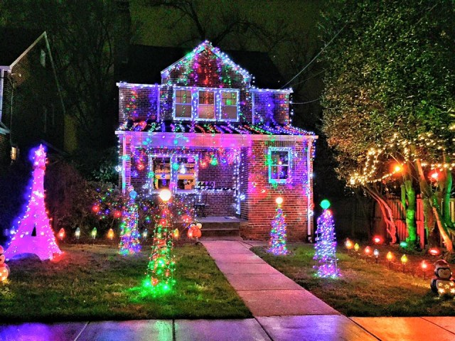 beautiful Christmas lights house - AU Park