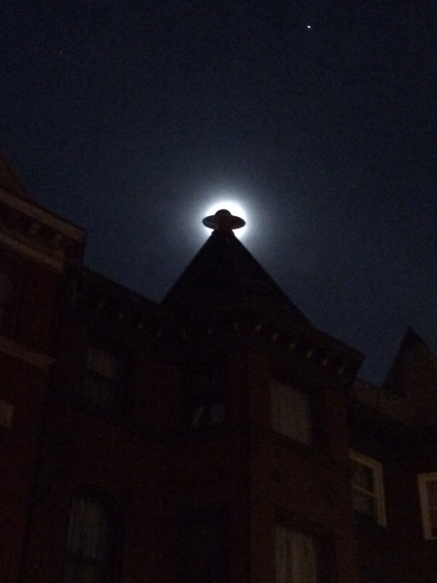 Finial moon