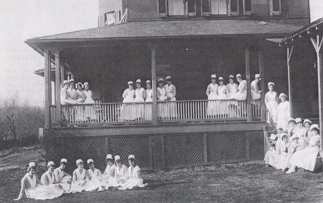 Columbia nurses c 1900
