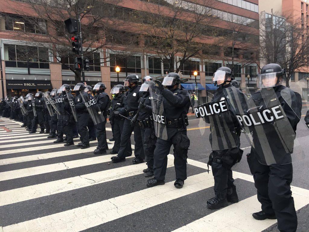 Resultado de imagen para black block anarchists